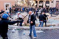 Roma 19 Febbraio 2015<br /> Lancio di fumogeni e di bombe carta in piazza di Spagna, dove si sono riuniti circa 500 tifosi olandesi del Feyenoord, in vista della partita che si svolger&agrave; stasera allo stadio Olimpico contro la Roma.Nella guerriglia sono rimasti feriti 10 agenti e tre tifosi olandesi. <br /> Rome February 19, 2015<br /> Launch of smoke and paper bombs in Piazza di Spagna, where gathered about 500 Dutch fans of Feyenoord, in view of the match that will take place tonight at the Olympic Stadium against Roma.Nella guerrillas were wounded 10 policemen and three Dutch fans.