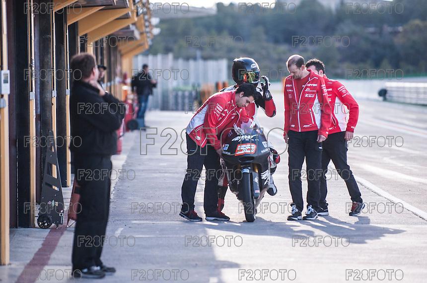 Juanfran Guevara and him mechanics in pit line at pre season winter test IRTA Moto3 & Moto2 at Ricardo Tormo circuit in Valencia (Spain), 11-12-13 February 2014