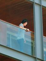 RIO DE JANEIRO, RJ, 29 DE JULHO DE 2012 - A cantora Katy Perry aparece na sacada do hotel Fasano em Copacabana, zona sul do Rio de Janeiro, onde está no Brasil para divulgar o longa PART OF ME.<br /> FOTO RONALDO BRANDAO/BRAZIL PHOTO PRESS