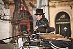 Dorożkarz czekający na pasażera na Rynku Głównym.