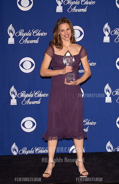 Actress JENNIFER GARNER at the 28th Annual People's Choice Awards in Pasadena..13JAN2002..© Paul Smith/Featureflash