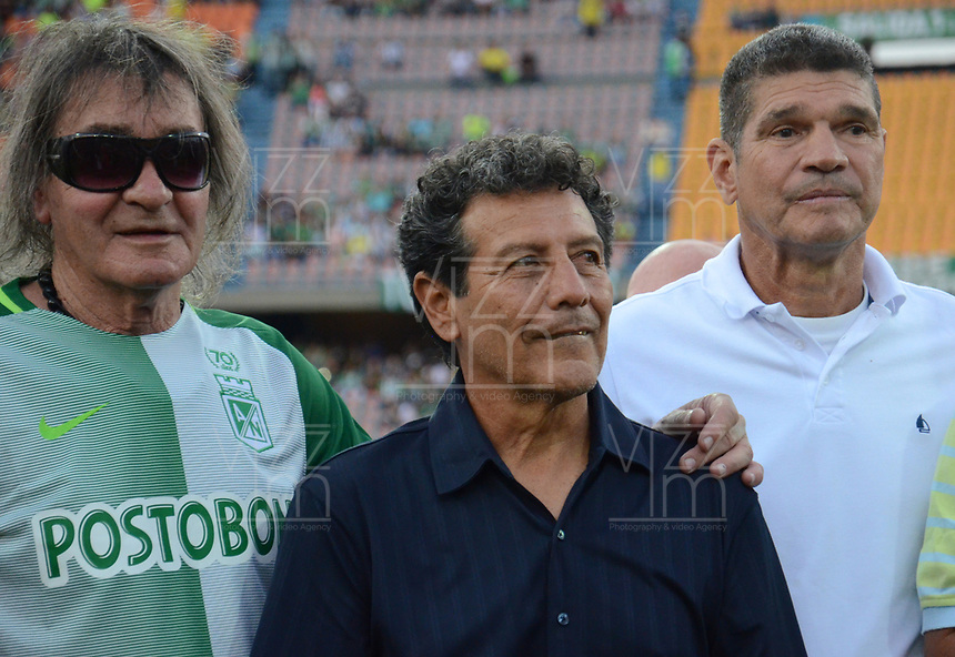 MEDELLÍN -COLOMBIA - 29-04-2017: Viejas  glorias de Atlético Nacional durante la celebración de los 70 años del club en un evento que se realizó en el estadio Atanasio Girardot de la ciudad de Medellín. / Former glories of Atletico Nacional during the  celebration of the 70th aniversary of the Clud made at Atanasio Girardot stadium in Medellin city. Photo: VizzorImage/León Monsalve/Cont