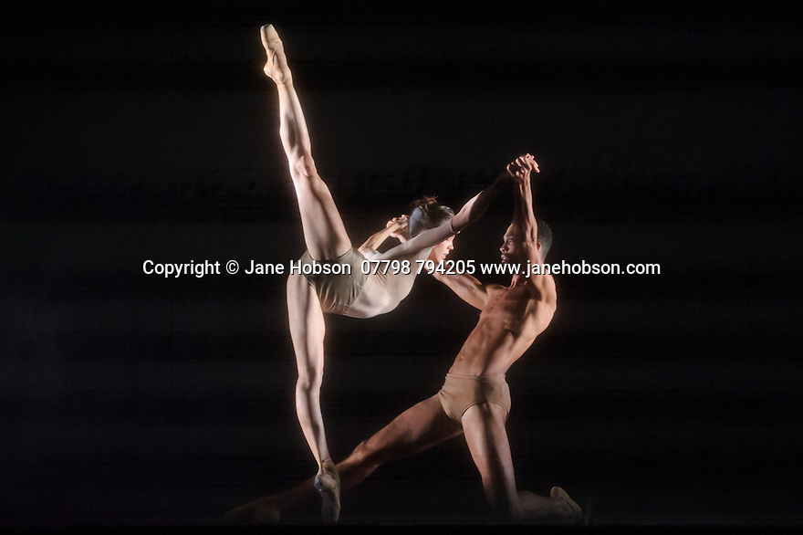 Edinburgh, UK. 27.08.2015. Ballett Zurich presents a double bill of KAIROS and SONNETT, at the Edinburgh Playhouse, as part of the Edinburgh International Festival. This piece is KAIROS, choreographed by Wayne McGregor. Photograph © Jane Hobson.