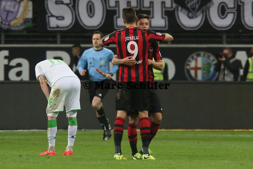 Joselu und Vaclav Kadlec (Eintracht) jubeln ueber den Sieg, MAx Kruse enttaeuscht - Eintracht Franfurt vs. Borussia Mönchengladbach, Commerzbank Arena