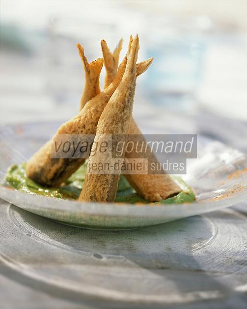 """Gastronomie/Tempura de Sardine velouté aux petits pois épicé recette de Jean Marie Baudic chef du restaurant """"Au Pesked"""" à Saint-Brieuc - Stylisme : Valérie LHOMME"""
