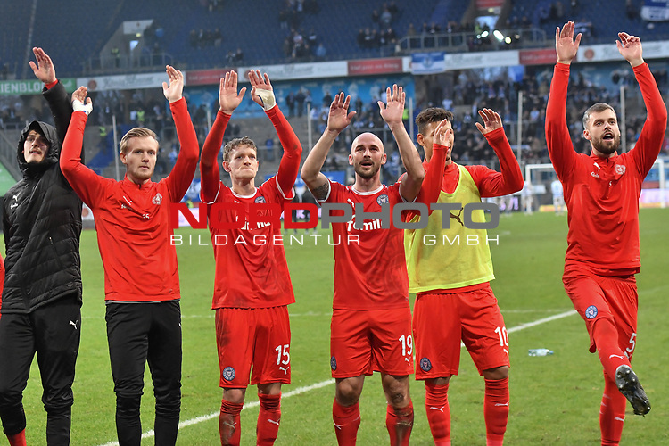 02.12.2018, Schauinsland-Reisen-Arena, Duisburg, GER, 2. FBL, MSV Duisburg vs. Holstein Kiel, DFL regulations prohibit any use of photographs as image sequences and/or quasi-video<br /> <br /> im Bild Schlussjubel / Schlu&szlig;jubel / Emotion / Freude / der Mannschaft von Kiel<br /> <br /> Foto &copy; nordphoto/Mauelshagen