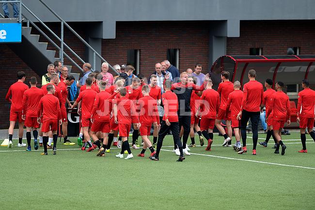 EMMEN - Voetbal , Eerste training FC Emmen, Oude Meerdijk, Eredivisie, seizoen 2018-2019, 27-06-0218,  supporters volgen de eerste training