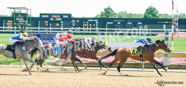 G G's Secondchance winning at Delaware Park on 8/12/15