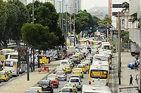 RIO DE JANEIRO, RJ, 23 DE JULHO DE 2013 -TRÂNSITO NO RIO- Trânsito intenso na avenida Presidente Vargas na manhã desta terça-feira,23, no centro do Rio de Janeiro.FOTO:MARCELO FONSECA/BRAZIL PHOTO PRESS