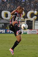ATENÇÃO EDITOR: FOTO EMBARGADA PARA VEÍCULOS INTERNACIONAIS - SANTOS, SP, 09 DE SETEMBRO DE 2012 - CAMPEONATO BRASILEIRO - SANTOS x SÃO PAULO: Ademilson durante partida Santos x São Paulo, válida pela 23ª rodada do Campeonato Brasileiro de 2012 no Estádio da Vila Belmiro em Santos. FOTO: LEVI BIANCO - BRAZIL PHOTO PRESS