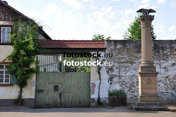 Hof und Kriegerdenkmal, Hauptstraße von Friesenheim