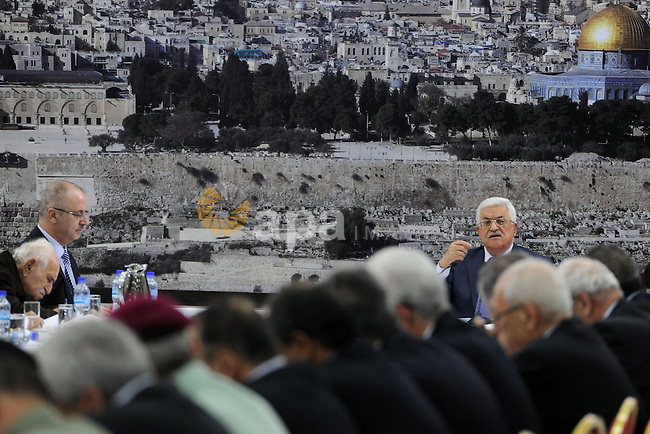President Mahmoud Abbas meets with members of Palestinian leadership, in the West Bank city of Ramallah, September 11, 2014. Photo by Thaer Ganaim