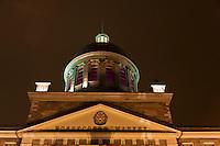 Amérique/Amérique du Nord/Canada/Québec/Montréal: Le marché Bonsecours est un ancien marché public de Montréal, situé dans le Vieux-Montréal, vu depuis le Vieux-Port De nos jours, le marché est le siège du Conseil des métiers d'art du Québec et de l'Institut design de Montréal. Il abrite de nombreuses salles d'expositions, des restaurants et commerces.