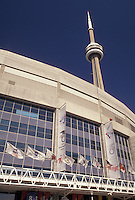 AJ3067, Toronto, Ontario, Canada, Skydome (home of baseball's Blue Jay and CFL's Argonauts) and CN Tower in downtown Toronto.