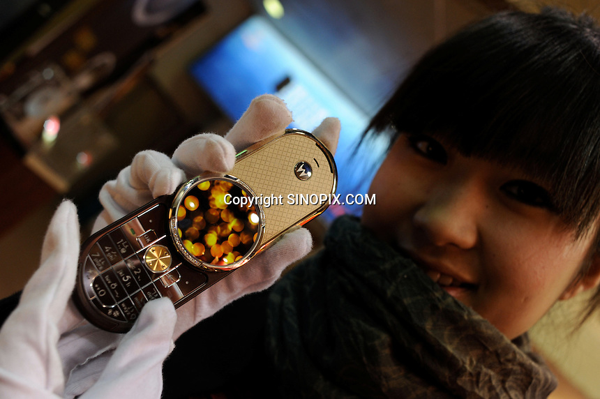 A model shows a new Motorola collector's edition, 18K Aura with 30 pieces of diamond mobile phone at Hangzhou International Luxury Exhibition in Hangzhou, China 24 Jan 2010.<br /> <br /> PHOTOS BY SINOPIX