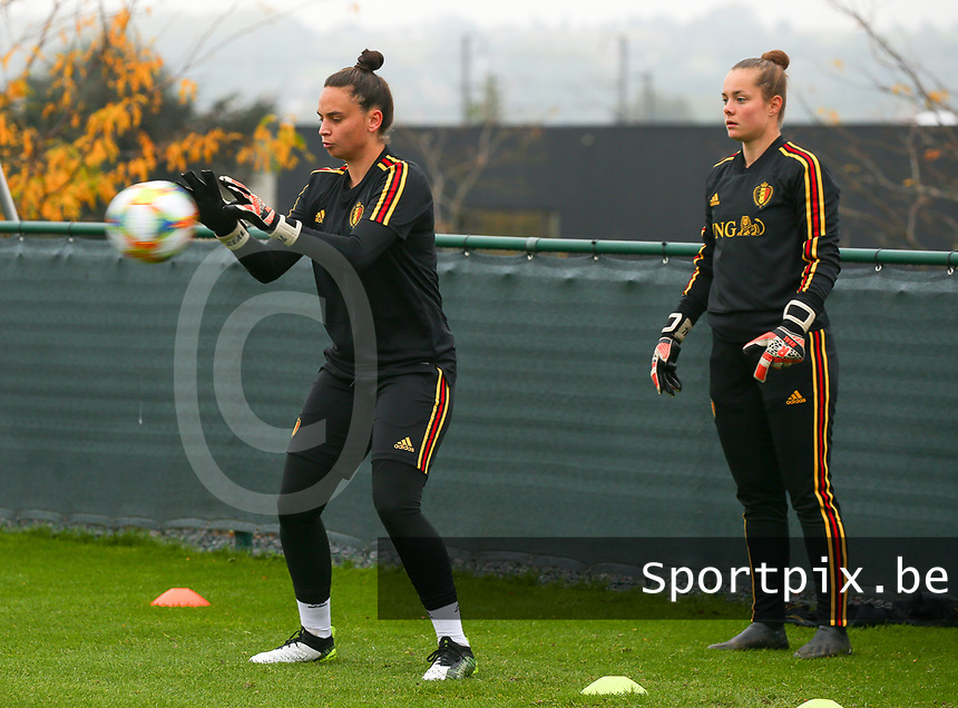 20191006 TUBIZE: Red Flames keeper Nicky Evrard (left) and Diede Lemey (right) are pictured at the Open Training of Red Flames on Sunday 6th of October 2019, Tubize, Belgium PHOTO SPORTPIX.BE | SEVIL OKTEM