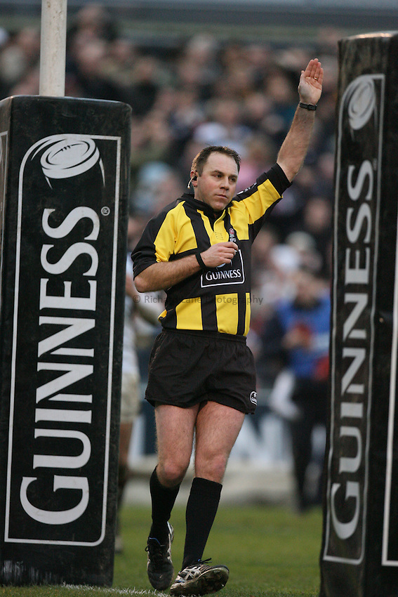 Photo: Rich Eaton...Bristol Rugby v Newcastle Falcons. Guinness Premiership. 18/02/2007. Andrew Small, the referee awards a penaty try to Bristol within the last couple of minutes of the game.