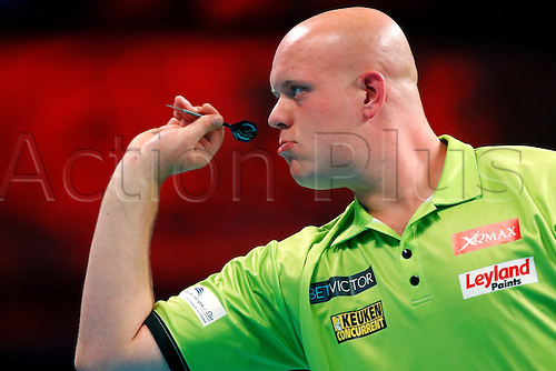 23.07.2016. Empress Ballroom, Blackpool, England. BetVictor World Matchplay Darts. Michael van Gerwen shooting darts