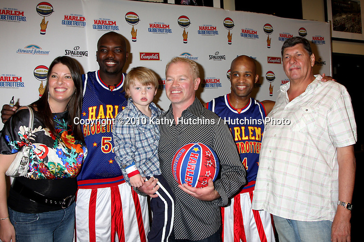 Big Easy, Neal McDonough & Family, Flight Time.at the Harlem Globetrotters Game .Staples Center.Los Angeles, CA.February 14, 2010.©2010 Kathy Hutchins / Hutchins Photo....