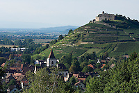 Germany, Baden-Wuerttemberg, Markgraefler Land, wine village Staufen; above castle ruin Staufen nested on a hill