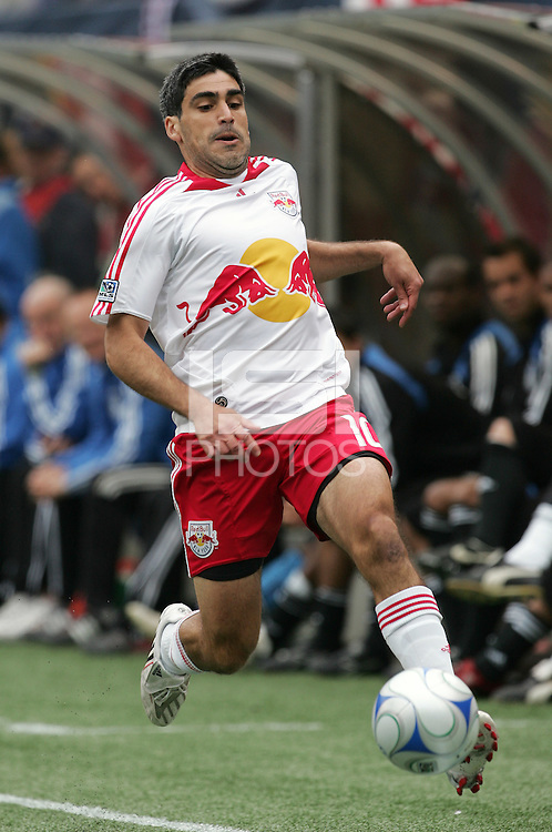 New York Red Bulls' Claudio Reyna (10) moves the ball against the San Jose Earthquakes during the first half of an MLS soccer match at Giants Stadium in East Rutherford, N.J. on Sunday, April 27, 2008.