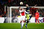 Nederland, Amsterdam, 5 november 2015<br /> Europa League<br /> Seizoen 2015-2016<br /> Ajax-Fenerbahce (0-0)<br /> Lasse Schone van Ajax heeft et moeilijk tegen Fenerbahce