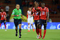 MEDELLIN - COLOMBIA - 21 - 01 -2017: Luis Sanchez (Izq.), arbitro, durante partido de ida entre Deportivo Independiente Medellin y el Independiente Santa Fe, por la SuperLiga Aguila 2017 en el estadio Atanasio Girardot de la ciudad de Medellin. / Luis Sanchez (L), referee, during a match for the first round between Deportivo Independiente Medellin and Independiente Santa Fe, for SuperLiga Aguila 2017 at the Atanasio Girardot stadium in Medellin city. Photo: VizzorImage /  Leon Monsalve / Cont.