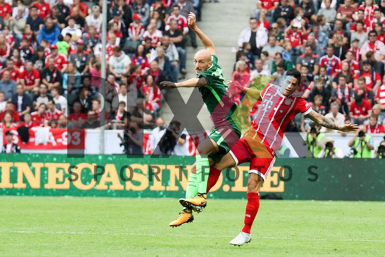 Bremens Luca Caldirola (Nr.3) im Zweikampf  beim Telekom Cup 2017 Bayern Muenchen - Werder Bremen.<br /> <br /> Foto &copy; PIX-Sportfotos *** Foto ist honorarpflichtig! *** Auf Anfrage in hoeherer Qualitaet/Aufloesung. Belegexemplar erbeten. Veroeffentlichung ausschliesslich fuer journalistisch-publizistische Zwecke. For editorial use only.