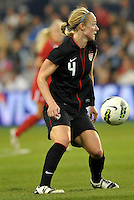 USWNT defender Becky Sauerbrunn (4) in action.