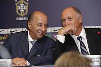Luiz Felipe Scolari, Felipão (D) é apresentado como novo técnico da Seleção Brasileira, na manhã desta quinta-feira (29) no Hotel Windsor Barra, na Barra da Tijuca, zona oeste do Rio de Janeiro (RJ). (FOTO; ROBERTO FILHO / BRAZIL PHOTO PRESS).