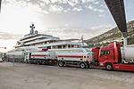 20150919 Roman Abramovich Yacht wird betankt