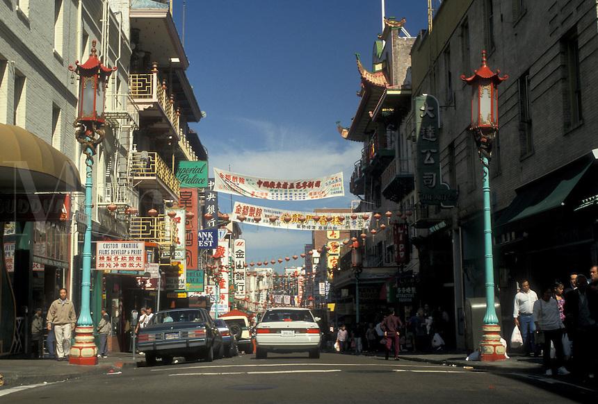 AJ3775, San Francisco, Chinatown, Bay Area, California, Street scene in Chinatown in San Francisco in the state of California.