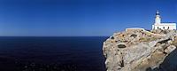 Europe/Espagne/Baléares/Minorque/Cap de Cavalleria : Phare et côte rocheuse