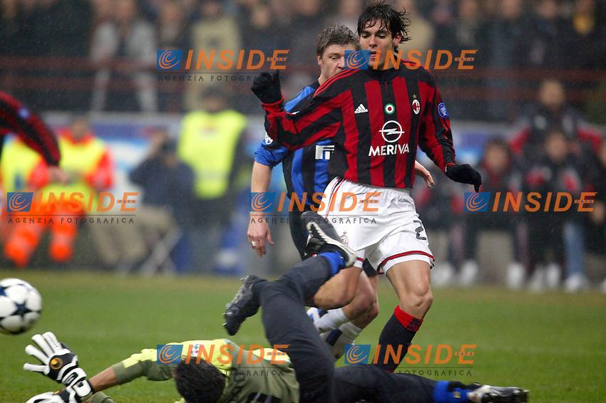 Milano 21/2/2004<br /> Milan Inter 3-2<br /> Francesco Toldo (Inter) salva su Kaka (Milan) <br /> Francesco Toldo, Inter goalkeeper, saves on Kaka (Milan)<br /> Foto Andrea Staccioli Insidefoto