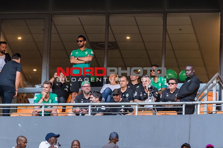 05.01.2019, FNB Stadion/Soccer City, Nasrec, Johannesburg, RSA, TL Werder Bremen Johannesburg Tag 03<br /> <br /> im Bild / picture shows <br /> Eine Werder-Delegation besucht das Heimspiel / Ligaspiel der Kaizer Chiefs vs Mamelodi Sundwons, auf der VIP-Trib&uuml;ne sind unter anderem die Spieler Claudio Pizarro (Werder Bremen #04), Sebastian Langkamp (Werder Bremen #15), Theodor Gebre Selassie (Werder Bremen #23) und Frank Baumann (Gesch&auml;ftsf&uuml;hrer Fu&szlig;ball Werder Bremen), Klaus Filbry (Vorsitzender der Gesch&auml;ftsf&uuml;hrung / Kaufm&auml;nnischer Gesch&auml;ftsf&uuml;hrer SV Werder Bremen), Dr. Hubertus Hess-Grunewald (Gesch&auml;ftsf&uuml;hrer Organisation &amp; Sport SV Werder Bremen), Marco Bode (Aufsichtsratsvorsitzender SV Werder Bremen), <br /> <br /> Foto &copy; nordphoto / Ewert