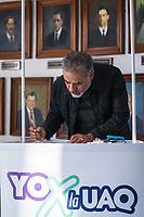 Quer&eacute;taro, Qro. 22 de noviembre de 2017.- El cantautor mexicano, David Filio, acude a las instalaciones del Centro Universitario a realizar su firma de apoyo en el programa YoXlaUAQ; que consiste en recaudar firmas para presentar en el Congreso del Estado, para que del presupuesto asignado de la federaci&oacute;n al estado, pueda designarse el 3% a la M&aacute;xima Casa de Estudios. <br /> <br /> Luego de ejercer su firma, brind&oacute; un showcase &iacute;ntimo para los asistentes que acud&iacute;an a apoyar a la UAQ.<br /> <br /> Foto: Demian Ch&aacute;vez