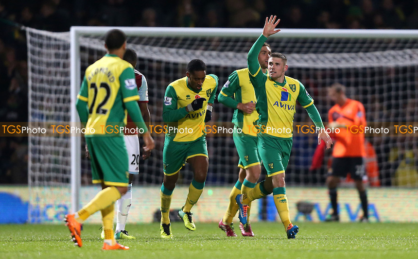 Gary Hooper celebrates after scoring the 1st goal for Norwich - Norwich City vs West Ham United, Barclays Premier League at Carrow Road, Norwich - 09/11/13 - MANDATORY CREDIT: Rob Newell/TGSPHOTO - Self billing applies where appropriate - 0845 094 6026 - contact@tgsphoto.co.uk - NO UNPAID USE
