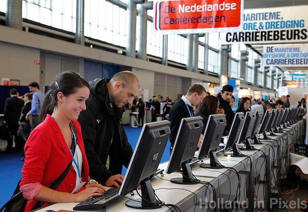 Bezoekers schrijven zich in voor de Nederlandse Carrieredagen