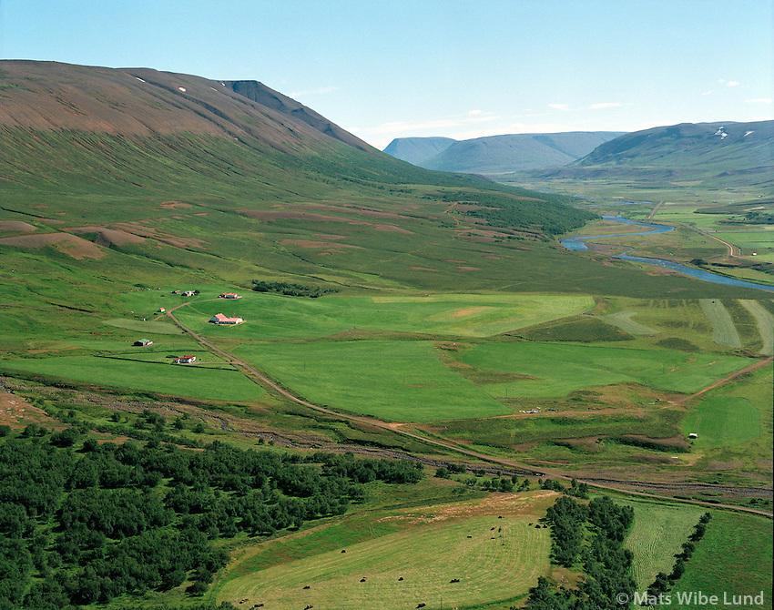 Lundur - séð til suðurs , Fnjóskadalur, Þingeyjarsveit áður Hálshreppur, loftmynd. / .Lundur farm in Fnjoskadalur, Thingeyjarsveit former Halshreppur. viewing south,.Aerial