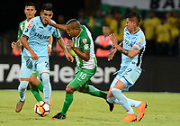 MEDELLIN - COLOMBIA, 24-04-2018: Macnelly Torres (Cent.) jugador de Atlético Nacional, disputa el balón con Erwin Saavedra (Izq.) y Juan Arce (Der.) jugadores de Bolívar, durante partido de la de la fase de grupos, grupo B, fecha 4, entre Atlético Nacional (COL) y Bolívar (BOL), por la Copa Conmebol Libertadores 2018, en el Estadio Atanasio Girardot, de la ciudad de Medellín. / Macnelly Torres (C) player of Atletico Nacional, vies for the ball with Erwin Saavedra (L) and Juan Arce (R) players of Bolivar, during a match for the group stage, group B of the 4th date, between Atletico Nacional (COL) and Bolivar (BOL), for the Conmebol Libertadores Cup 2018, at the Atanasio Girardot, Stadium, in Medellin city. Photo: VizzorImage / Leon Monsalve / Cont.