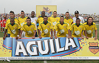 TURBO - COLOMBIA -10-05-2015: Jugadores de Leones FC posan para una foto de grupo previo al encuentro con América de Cali por la fecha 13 del Torneo Aguila 2015 jugado en el estadio John Jairo Trellez de la ciudad de Turbo./ Players of Leones FC pose to a photo prior the match agaisnt America de Cali for the 13th date of Aguila Tournament 2015 played at John Jairo Trellez stadium in Turbo city. Photo: VizzorImage / Gabriel Aponte / Staff