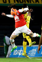 BOGOTA - COLOMBIA - 15 - 04 - 2017: Jonathan Gomez (Izq.) jugador de Independiente Santa Fe disputa el balón con Henry Obando (Der.) jugador de Atletico Bucaramanga, durante partido de la fecha 13 entre Independiente Santa Fe y Atletico Bucaramanga, por la Liga Aguila I-2017, en el estadio Nemesio Camacho El Campin de la ciudad de Bogota. / Jonathan Gomez (L) player of Independiente Santa Fe struggles for the ball with Henry Obando (R) player of Atletico Bucaramanga, during a match of the date 13 between Independiente Santa Fe and Atletico Bucaramanga, for the Liga Aguila I -2017 at the Nemesio Camacho El Campin Stadium in Bogota city, Photo: VizzorImage / Luis Ramirez / Staff.