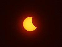 BOGOTA -COLOMBIA , 21- 8-2017. Asi se vió en Fontibón en el  occidente de la capital el eclipse de sol , imagen captada a las 2.40pm.Thus was seen in Fontibon in the west of the capital the eclipse of sun, image captured at 2:40 pm . Photo: VizzorImage / Felipe Caicedo / Staff