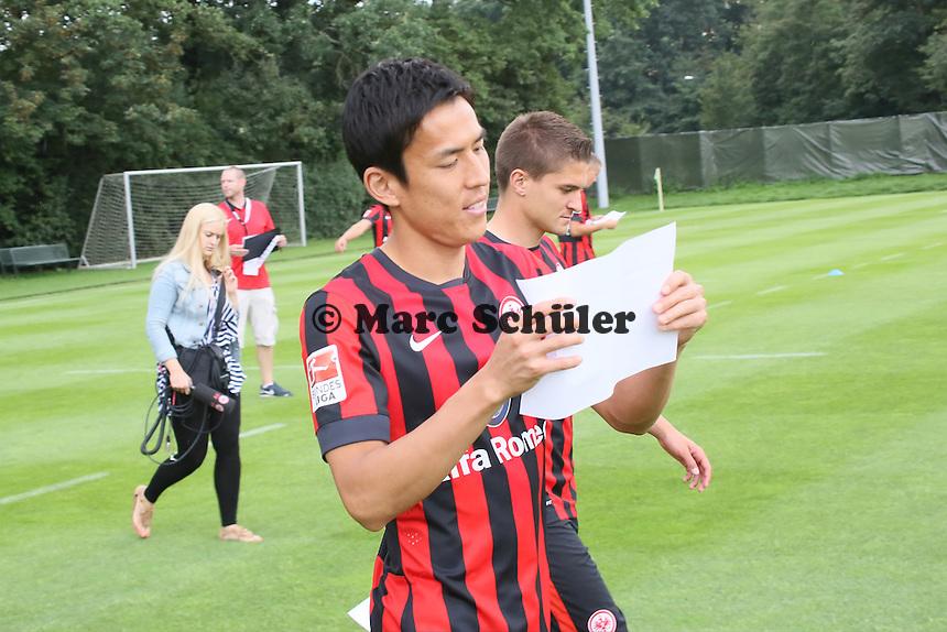 Makoto Hasebe und Aleksandra Ignjovski (Eintracht Frankfurt)