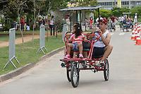 SAO PAULO, SP, 13.10.2013 - CLIMA TEMPO - Movimentacao de publico no parque Villa Lobos na regiao oeste da cidade de Sao Paulo na tarde deste domingo, 13. (Foto: Vanessa Carvalho / Brazil Photo Press).