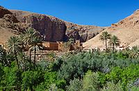 Morocco, High Atlas mountains, near Tineghir: Village and cliffs of the Todra gorge | Marokko, Hoher Atlas, bei Tineghir: Kasbah und Klippen der Todra Schlucht
