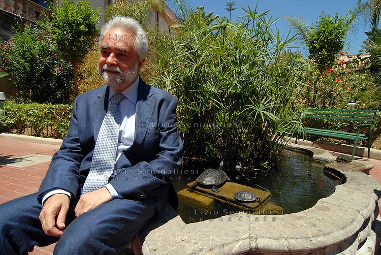 Palermo / Italia<br /> Michelangelo Capitano, Direttore del Carcere 'Malaspina' -  Istituto penale per minorenni.<br /> Fotografato nel giardino all'interno del carcere.<br /> Foto Livio Senigalliesi