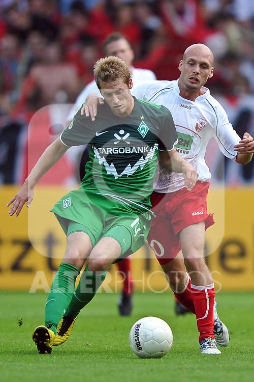 14.08.2010, Wersestadion, Ahlen, GER, Rot Weiss Ahlen vs Werder Bremen 0:4, DFB Pokal 1. Runde,  1. FBL 2010, im Bild Aaron Hunt ( Werder #14 ) - Nils-Ole Book ( Ahlen #10 ). Foto © nph / Kurth