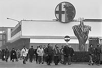 - uscita degli operai dallo stabilimento Alfa Romeo di Arese (1979)....- workers coming out from the Alfa Romeo factory in Arese (Milan,1979)