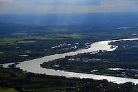 4415/Elbe bei Hamburg: EUROPA, DEUTSCHLAND, HAMBURG, NIEDERSACHSEN (EUROPE, GERMANY), 29.08.2007:Elbe und Landschaft zwischen Altengamme und  Niedersachsen, Winsen, Drage, Vier und Marschlande, geschwungener Fluss, Transportweg, Air, Aufwind-Luftbilder..c o p y r i g h t : A U F W I N D - L U F T B I L D E R . de.G e r t r u d - B a e u m e r - S t i e g 1 0 2, .2 1 0 3 5 H a m b u r g , G e r m a n y.P h o n e + 4 9 (0) 1 7 1 - 6 8 6 6 0 6 9 .E m a i l H w e i 1 @ a o l . c o m.w w w . a u f w i n d - l u f t b i l d e r . d e.K o n t o : P o s t b a n k H a m b u r g .B l z : 2 0 0 1 0 0 2 0 .K o n t o : 5 8 3 6 5 7 2 0 9.C o p y r i g h t n u r f u e r j o u r n a l i s t i s c h Z w e c k e, keine P e r s o e n l i c h ke i t s r e c h t e v o r h a n d e n, V e r o e f f e n t l i c h u n g  n u r  m i t  H o n o r a r  n a c h M F M, N a m e n s n e n n u n g  u n d B e l e g e x e m p l a r !.